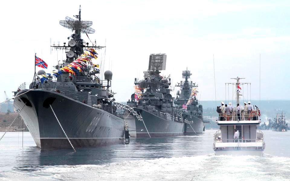 Военно морской Парад кораблей в Севастополе в День Победы 9 мая