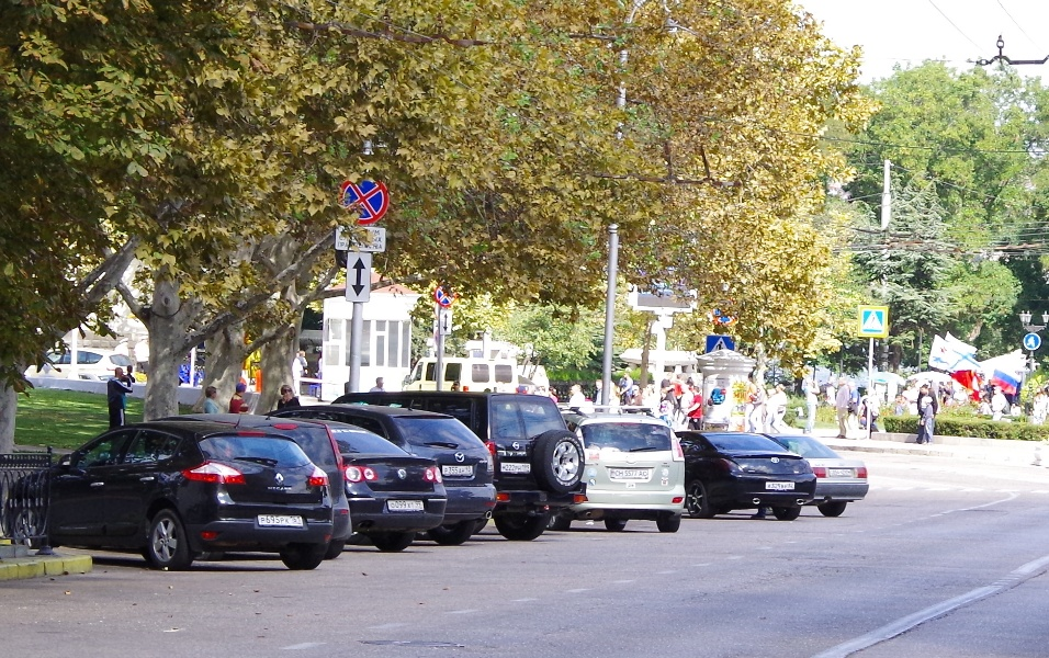 Парковка на Нахимова в Севастополе возле администрации города